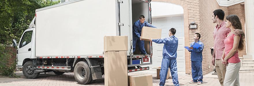 un camion de déménagement
